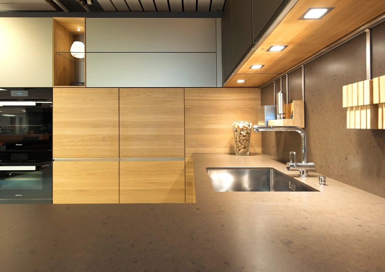 Erleben Sie hautnah die Küche Linee in unserer Ausstellung – jetzt anschauen und entdecken!
