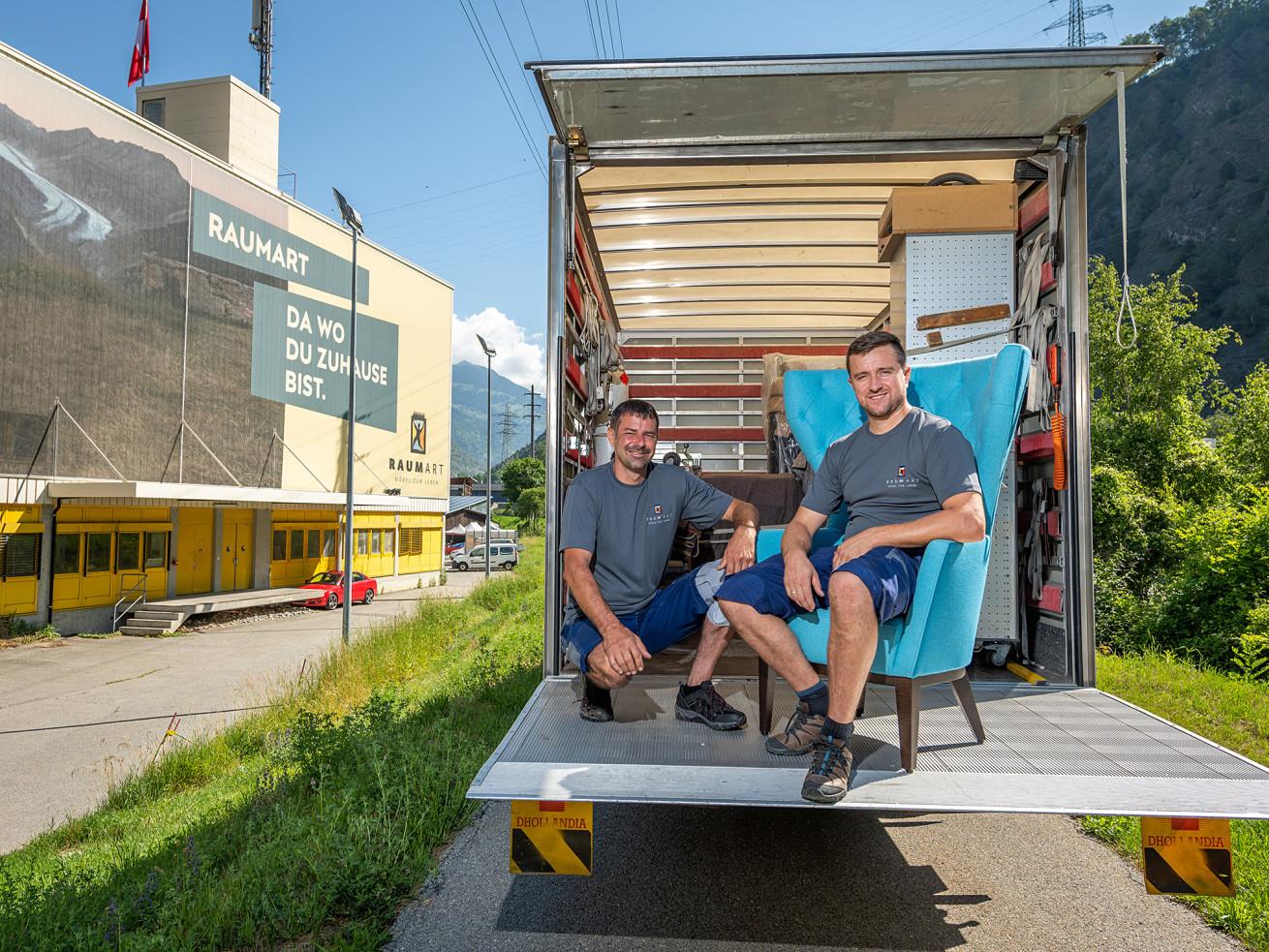 Armin Blatter und Krzysztof Dorobisz, Auslieferung und Montage