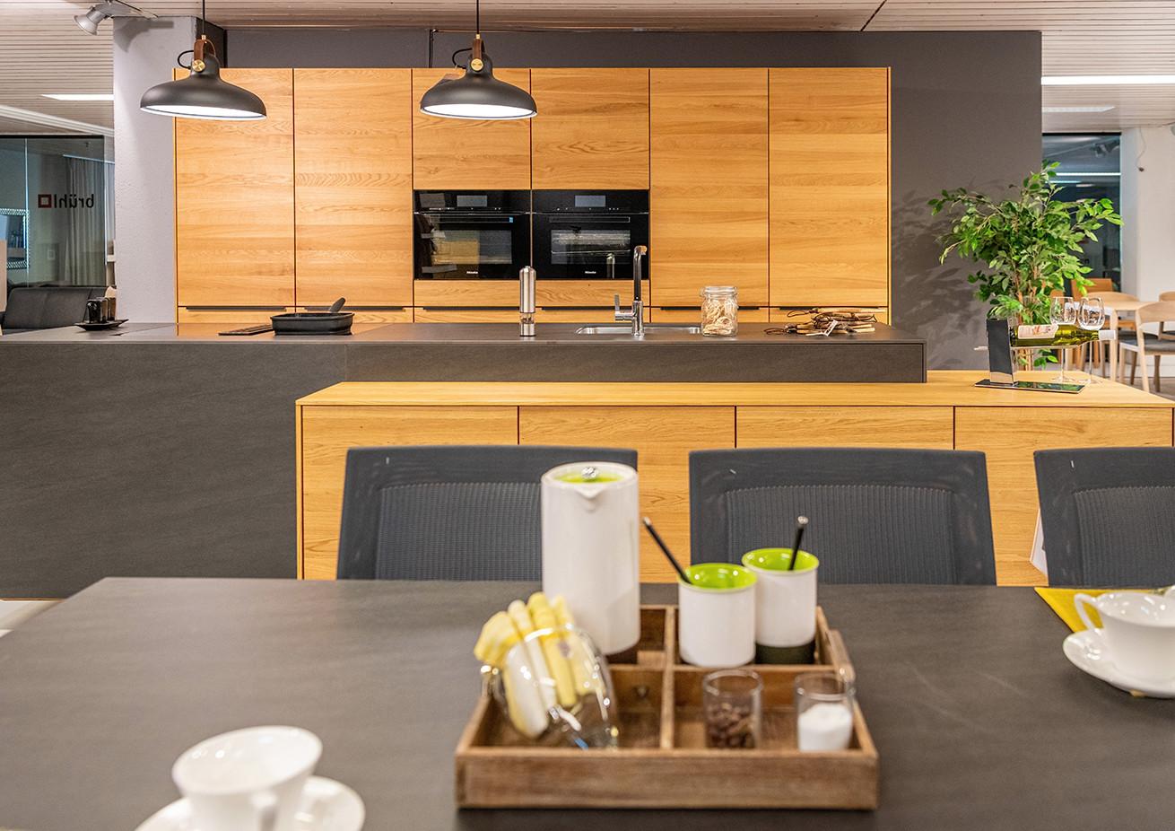 Bei der Verwirklichung IHRER KÜCHE plant und arbeitet unser Küchen-Team eng mit Team 7 zusammen